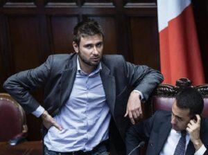 """Alessandro Di Battista: """"Siamo il paese europeo con più giovani che non cercano lavoro"""""""