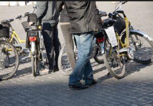 Bolzano invasa da bici elettriche, multe salatissime per chi le modifica