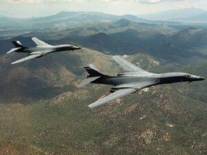 Bombardieri Usa sorvolano la Corea del Nord a bassa quota: risposta ai test missilistici