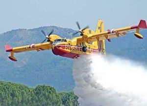 Sciacca: vasto incendio dal bosco al centro. Abitanti in fuga, case e auto a rischio