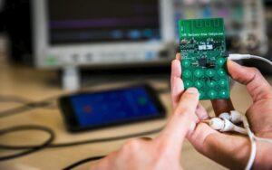 Smartphone senza batteria, prende energia dall'ambiente