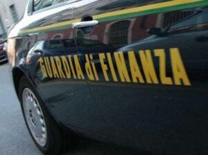 Su Facebook le foto tra vip e movida insospettiscono la Finanza: arrestato