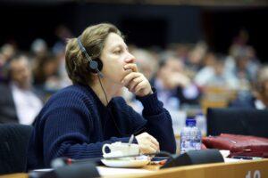 Eleonora Forenza: europarlamentare italiana fermata dalla polizia tedesca al G20