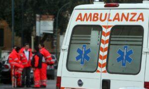 Pavia, auto finisce nel canale: due morti