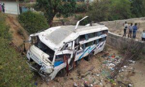 India, bus precipita nella scarpata: 30 morti