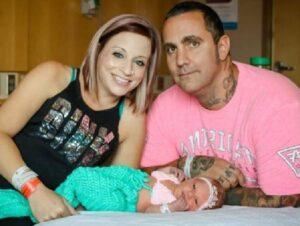 Prende herpes da un amico di famiglia. Neonata muore di meningite 18 giorni dopo il parto