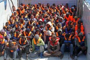 """Migranti, arroganza Ong: a regole governo rispondono """"me ne frego"""""""