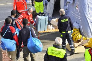 """Migranti, Austria contro Italia: """"Lasciateli a Lampedusa, stop viaggi alla terraferma"""""""