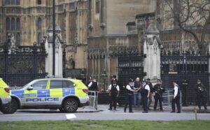 Londra, allarme incendio: sfollato il Parlamento di Westminster