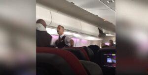 Alcol negato, passeggero dà in escandescenza: aereo costretto ad atterraggio di emergenza