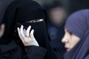 Germania, giudice fa togliere velo a siriana durante udienza di divorzio