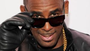 """R. Kelly, bufera sul rapper: """"In casa ha un harem di schiave"""""""
