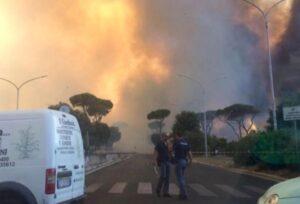 Roma, incendio Castel Fusano: arrestato idraulico, sorpreso ad appiccare il fuoco