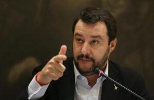 """Salvini fa il verso a Renzi: """"Se vinco le elezioni regalo agli italiani 81 euro"""""""