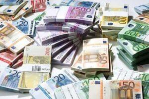 Aosta, trovati 25mila euro in contanti nascosti nell'ufficio del presidente della Regione