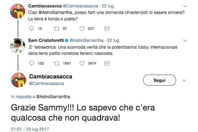 """Samantha Cristoforetti: """"La Terra è piatta"""". La risposta ad un utente su Twitter fa impazzire il web"""