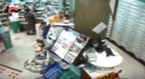 """Rapinava farmacie chiedendo """"scusa per il disturbo"""": arrestato a Torino"""