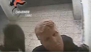 Due fratelli assaltavano bancomat mascherati da Trump, arrestati a Torino
