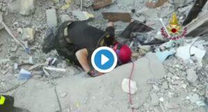 Torre Annunziata, i tentativi disperati dei soccorritori per trovare i dispersi VIDEO