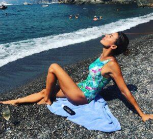 """Elisabetta Canalis, vacanze italiane con """"dichiarazione d'amore"""" FOTO"""