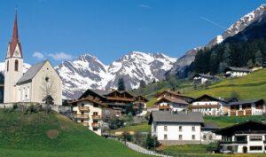 Racines (Bolzano), donna precipita in montagna: volo di 200 metri e muore