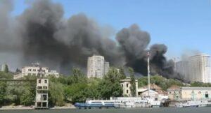YOUTUBE Russia, incendio a Rostov sul Don: a fuoco 25 edifici, sgomberate 560 persone