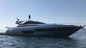 Zlatan Ibrahimovic ai cantieri Riva di La Spezia: comprerà un Corsaro 100?