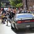 Virginia: suprematisti bianchi sfilano con svastiche