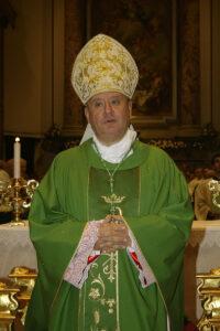 """Antonio Di Donna, vescovo di Acerra: """"Incendiari peggio dell'Isis"""""""