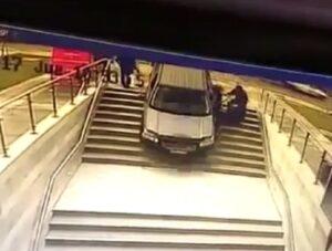 YOUTUBE Sbaglia entrata del parcheggio: finisce malissimo