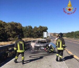 Barletta, incidente sulla statale. Auto prende fuoco: 3 morti carbonizzati