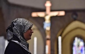 Bimba cristiana data a musulmani torna da nonna. C'è un giudice a Londra...musulmano