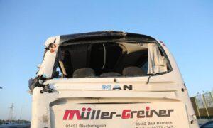 Egitto, scontro tra un pullman e un camioncino: 14 morti