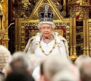 Regina Elisabetta pronta a cedere la reggenza a Carlo? I rumors di Palazzo...
