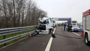 Autostrada A27, scontro tra auto e camion: due persone ferite