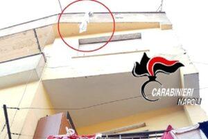 Ottaviano (Napoli): a 11 anni annoda lenzuola per calarsi da balcone, precipita ma si salva