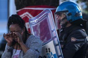 """Migranti, il capo della Polizia Gabrielli: """"Grave la frase del funzionario, ma il Comune di Roma dov'era?"""""""