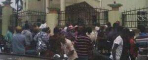 Nigeria, attacco in una chiesa cattolica durante la messa: oltre 100 morti
