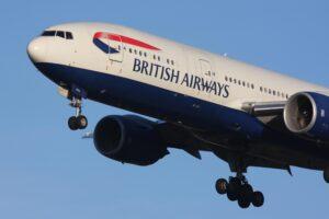 Il suo posto è bagnato da urina: hostess della British Airways gli dà salviettina...
