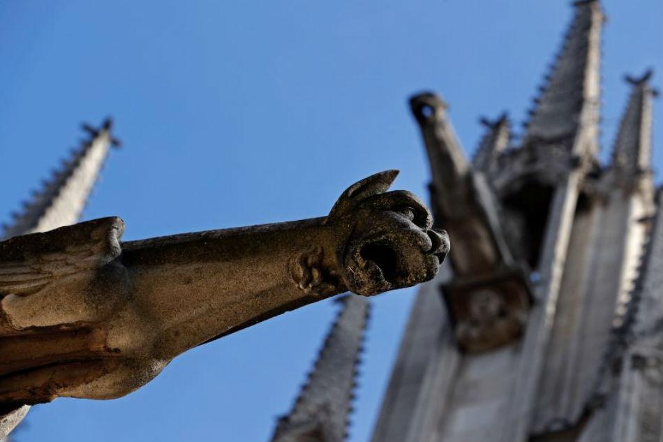 Parigi, Notre Dame cade a pezzi: archi e gargoyle distrutti dall'inquinamento
