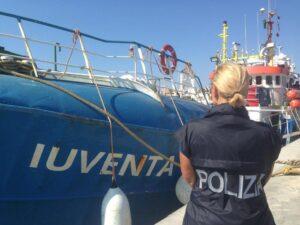 """Migranti, sequestrata nave di una Ong: """"Rapporti con trafficanti di uomini"""""""