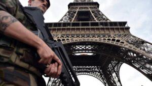 Francia, auto piomba su un gruppo di militari alla periferia di Parigi