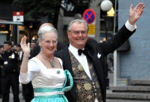 """Principe di Danimarca: """"No sepolto con la Regina"""". Oltre 50 anni insieme son troppi..."""