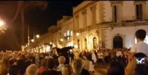 YOUTUBE Martina Franca, la statua di San Domenico cade durante la processione