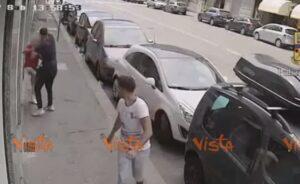 Picchiano e rapinano un anziano per una catenina. Arrestati due marocchini
