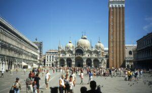 Venezia, segue banda di borseggiatrici e viene aggredita e picchiata