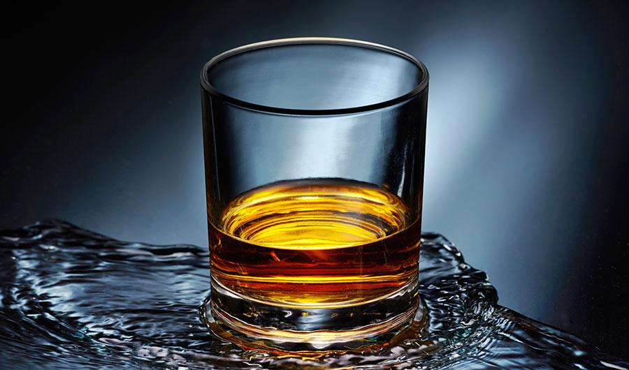 Whisky perfetto, il segreto qualche goccia d'acqua. Perché? Svelato il mistero