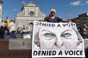 """Brexit, Theresa May a italiani in Gran Bretagna """"Vogliamo che restiate, siete preziosi"""""""