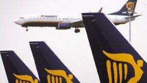 """Ryanair, voli cancellati. Ex pilota: """"Hanno tirato troppo la corda. Ora chi può scappa"""""""