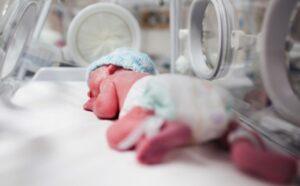 Nocera (Salerno), infermiera cade e schiaccia bimba di 2 mesi